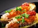 Рецепта Пълнени картофи с боб и доматено пюре на фурна